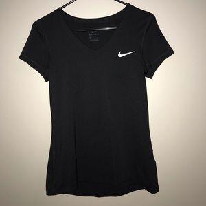 Nike dry fit shirt size medium